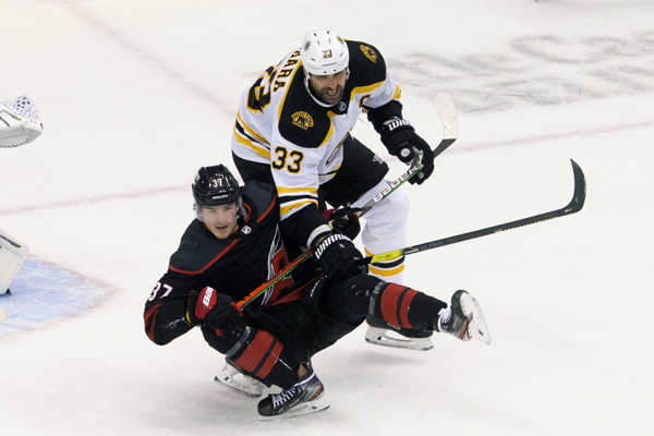 MetaTitle: Kanada hokej NHL Hurricanes Bruins.
