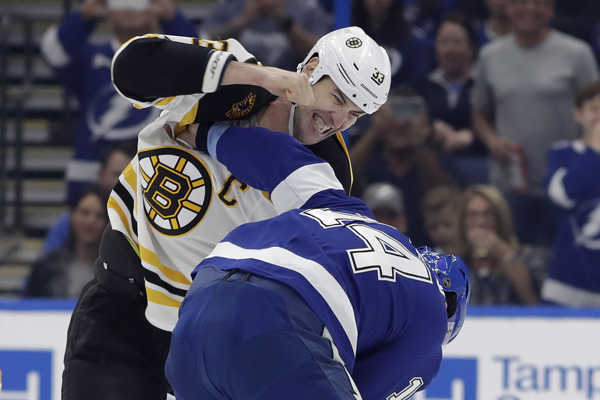 MetaTitle: USA SR NHL Bruins Lightning Hokej.